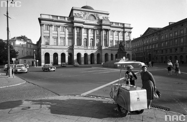 Elewacja frontowa Pałacu Staszica w Warszawie: Siedziba kilku instytutów I Wydziału PAN /Z archiwum Narodowego Archiwum Cyfrowego