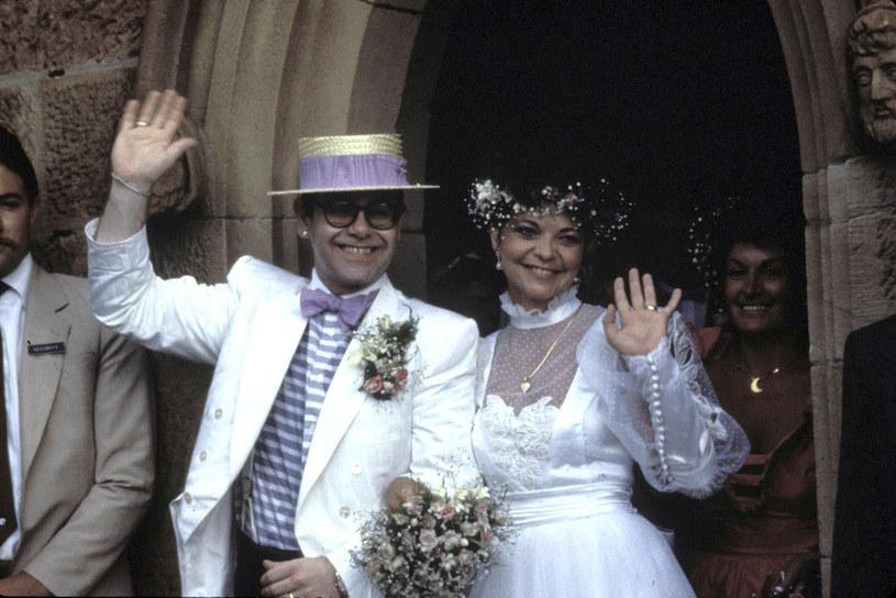 Elton John i Renate Blauel na swoim ślubie w 1984 r. /fot. Patrick Riviere /Getty Images