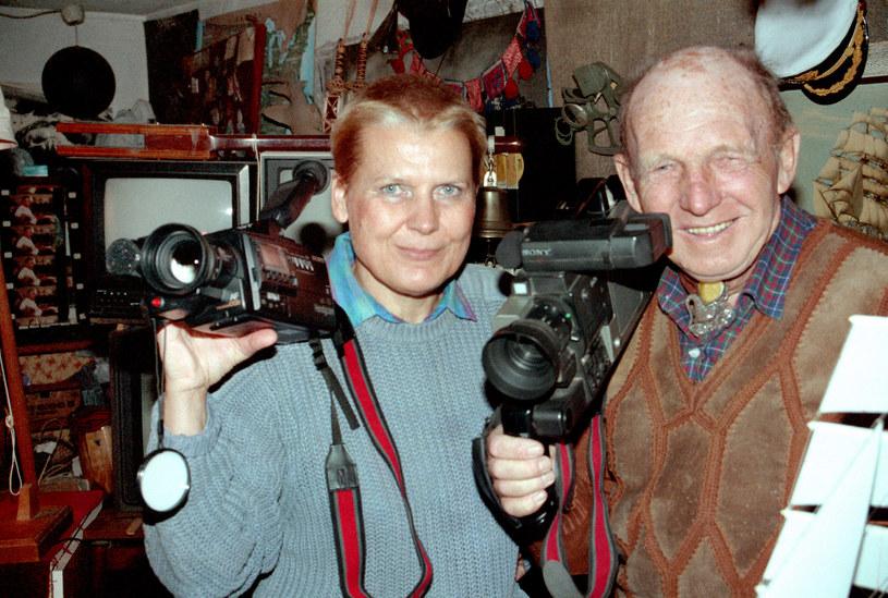 Elżbieta Dzikowska i Tony Halik w rodzinnym domu, 1990 r. /Ireneusz Sobieszczuk /Agencja FORUM