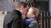 Emilka przyłapana na całowaniu!