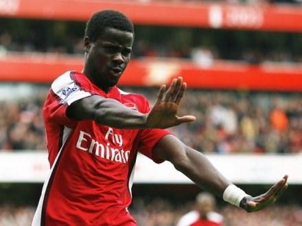 Emmanuel Eboue to najnowszy cel transferowy FC Barcelona /AFP