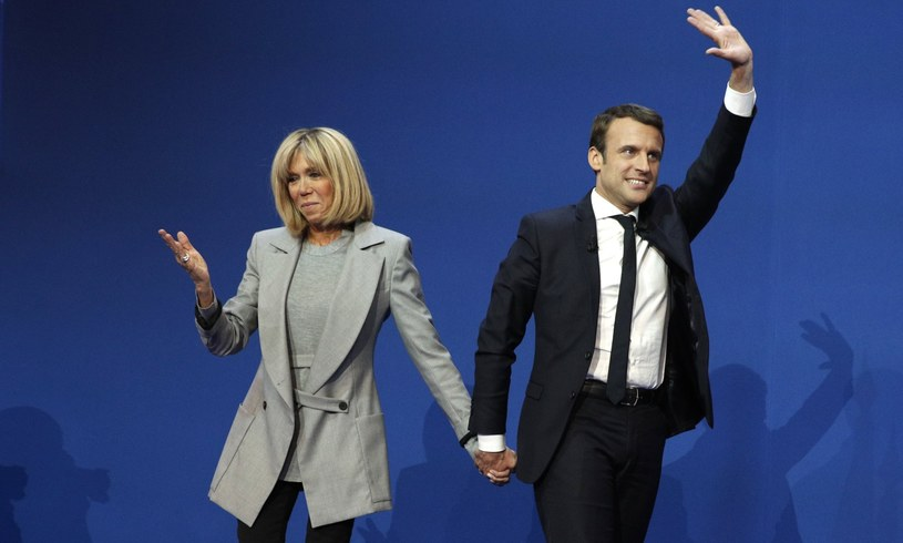 Emmanuel Macron (P) z żoną Brigitte Trogneux (L) /PAP/EPA