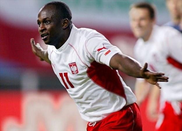 Emmanuel Olisadebe cieszy się po golu strzelonym USA na MŚ 2002 /AFP