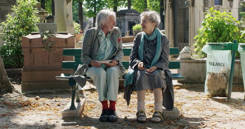 "Emmanuelle Riva i Pierre Richard w filmie ""Paryż na bosaka"" /materiały dystrybutora"