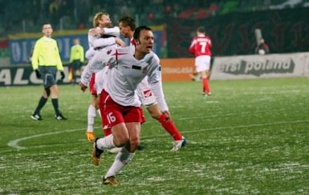 Ensar Arifović (na pierwszym planie) zdobył dwa gole/fot. Tomek Błaszczyk /Agencja Przegląd Sportowy
