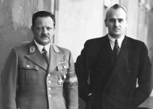 Erich Koch w towarzystwie generalnego gubernatora Hansa Franka (z prawej) /Z archiwum Narodowego Archiwum Cyfrowego