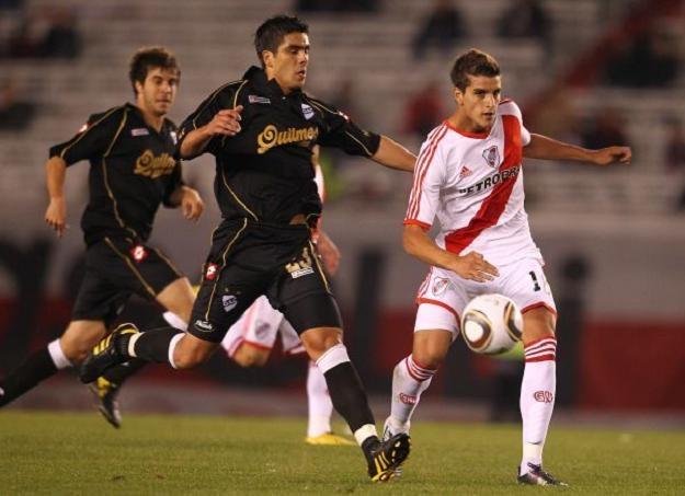Erik Lamela (z prawej) jeszcze w koszulce River Plate. Czy trafi do Bayernu Monachium /AFP