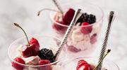 Eton mess z różowym kremem i owocami lata