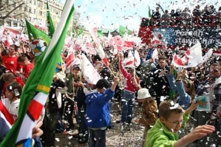 Euforia po decyzji o przyznaniu Euro 2012 Polsce i Ukrainie była wielka. /Tutej.pl