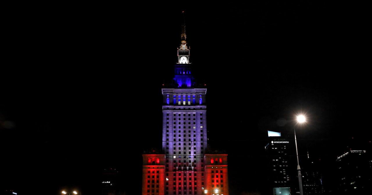 Europa solidaryzuje się z Francją. Budynki podświetlone w trzech kolorach