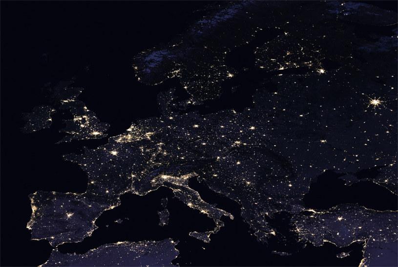 Europa w nocy w 2016 roku /NASA