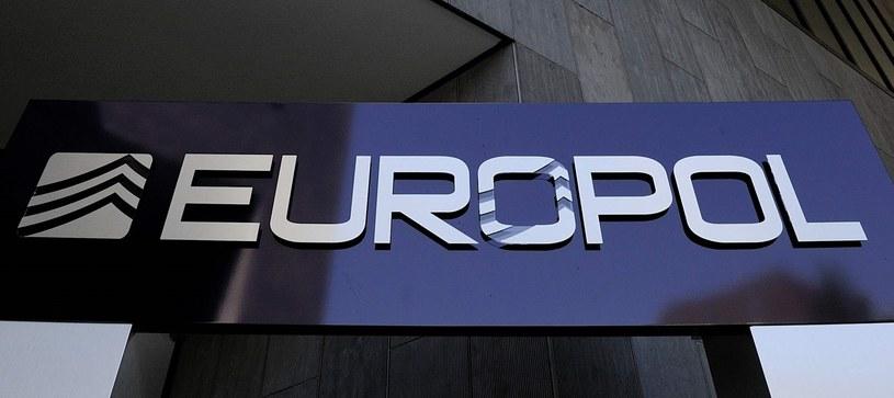 """Europol przeprowadził akcję na """"bezprecedensową skalę"""" /AFP"""