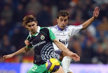 Euzebiusz Smolarek nie zamierza zimą opuszczać Racingu Santander /AFP