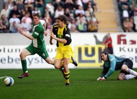 Euzebiusz Smolarek (w środku) w ataku na bramkę Wolfsburga/Fot: Thomas Starke /Getty Images/Flash Press Media