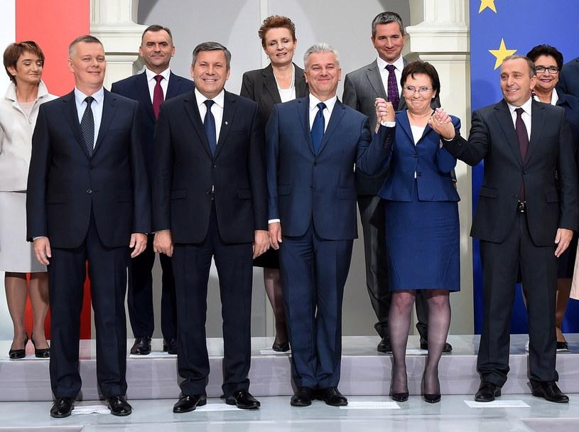 Ewa Kopacz i członkowie nowego rządu /Radek Pietruszka /PAP