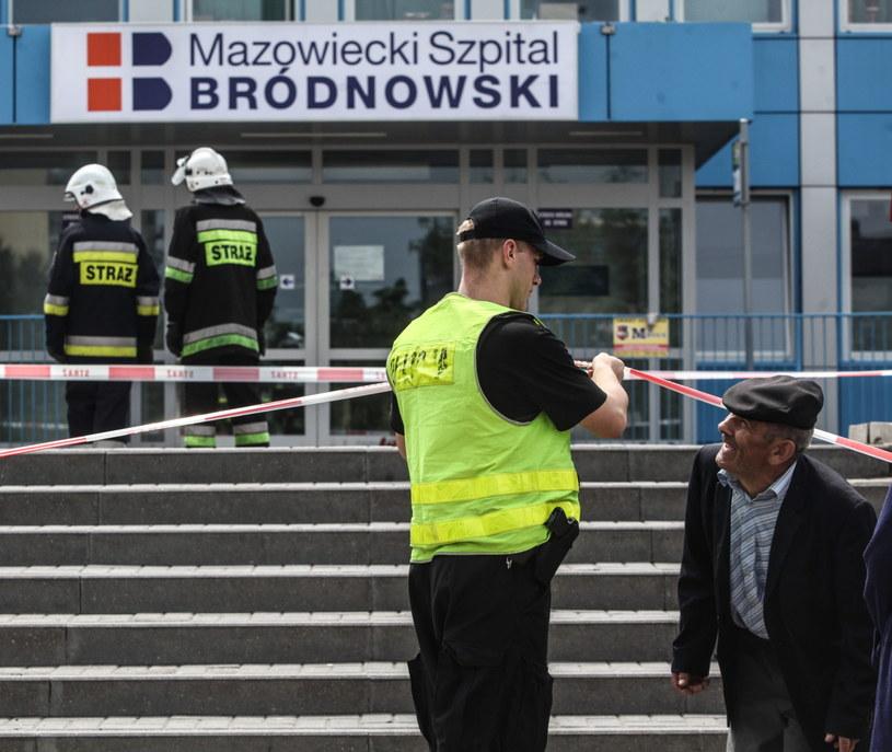 Ewakuacja pacjentów i pracowników Mazowieckiego Szpitala Bródnowskiego w Warszawie /Jakub Kamiński   /PAP