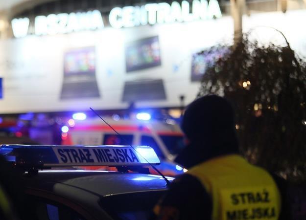 Ewakuacja przejść podziemnych przy Dworcu Centralnym w Warszawie/fot. Leszek Szymański /PAP