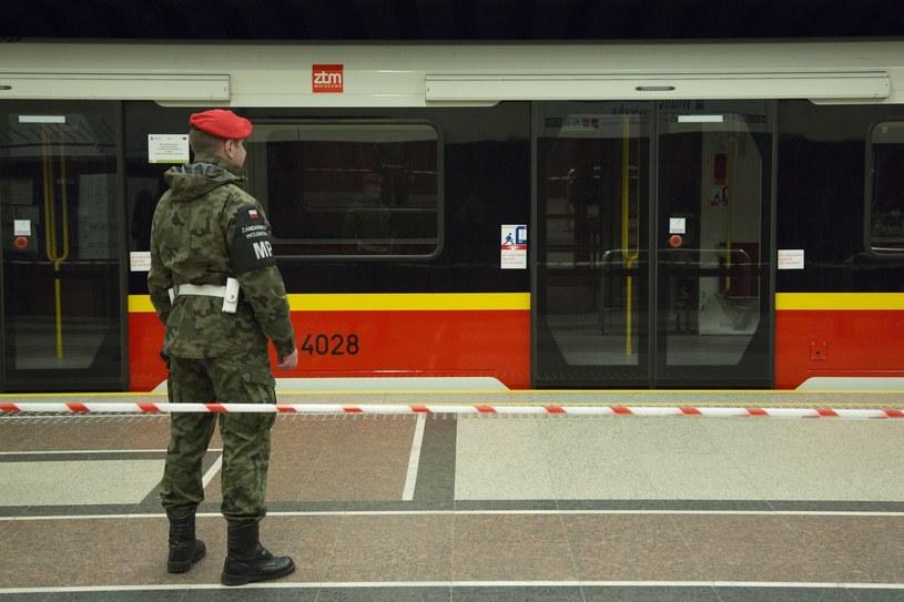 Ewakuacja stacji metra w Warszawie (zdjęcie ilustracyjne) /Andrzej Hulimka  /Reporter