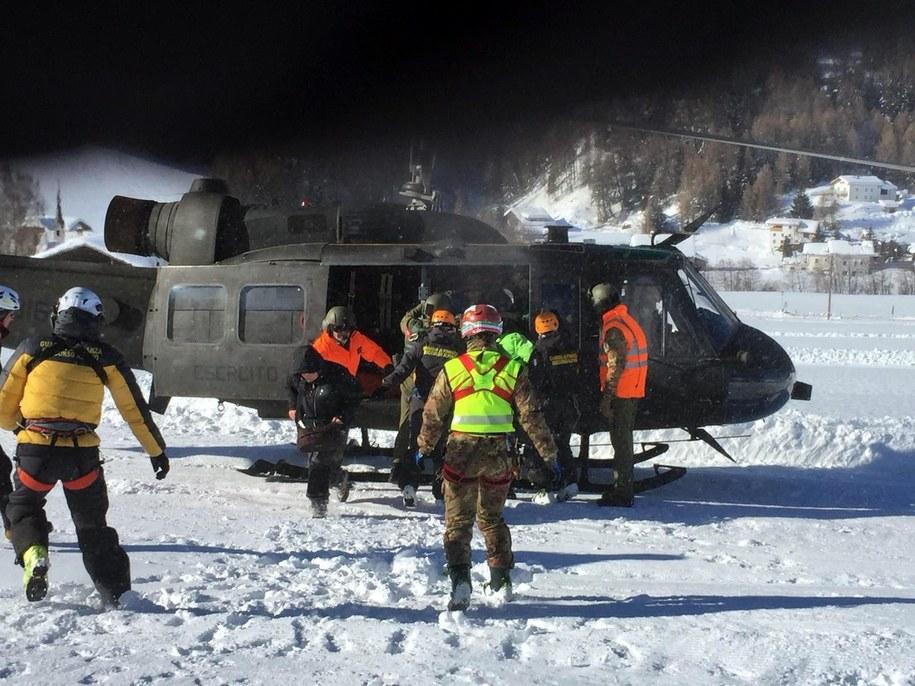 Ewakuacja turystów i pracowników z 4-gwiazdkowego hotelu i pobliskiego pensjonatu w rejonie Bolzano /UFFICIO STAMPA ESERCITO HANDOUT /PAP/EPA