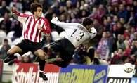 Ezquerro strzea na bramkę Notario w meczu Athletic Bilbao - Sewilla