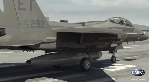 F-15E z rakietą /materiały prasowe