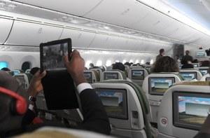 FAA pozwoli na korzystanie ze smartfonów w czasie startu i lądowania samolotu