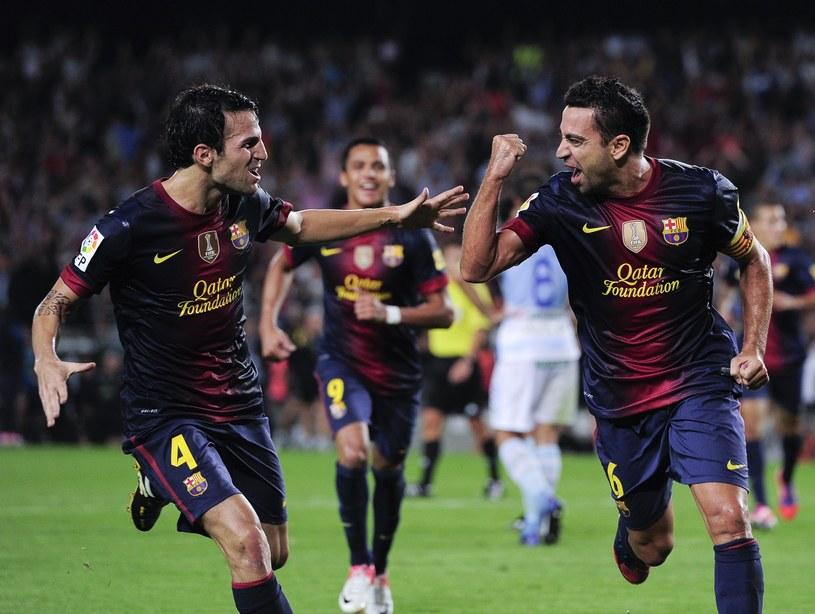 Fabregas i Xavi cieszą się z bramki dla Barcelony /AFP