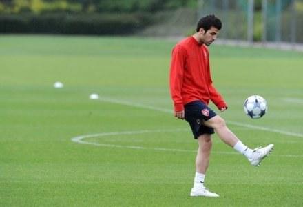 Fabregas wciąż trenuje z Arsenalem, ale wkrótce może wrócić do Barcelony /AFP