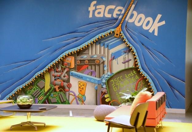 Facebook chce na równi traktować Androida i iOS-a /AFP
