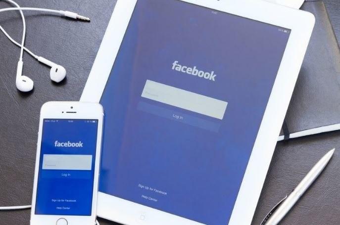 Facebook nieustannie króluje na listach aplikacji, które błyskawicznie zużywają naszą baterię /©123RF/PICSEL