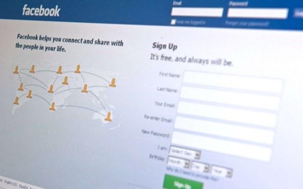 Facebook - okno logowania /AFP
