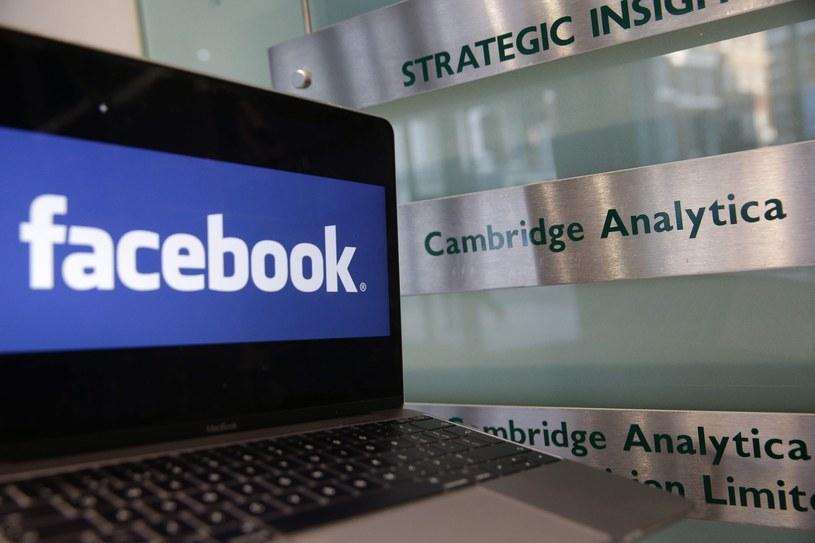 Facebook potwierdził, że dane do 2,7 mln osób w UE mogły być przekazane do Cambridge Analytica /AFP PHOTO / Daniel LEAL-OLIVAS /East News