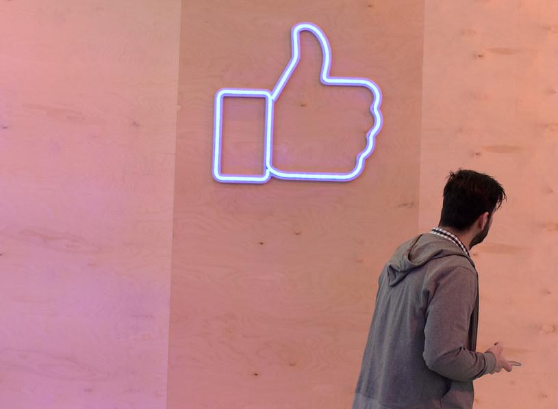 Facebook stanie się wirtualnym cmentarzyskiem w 2098 r. /AFP