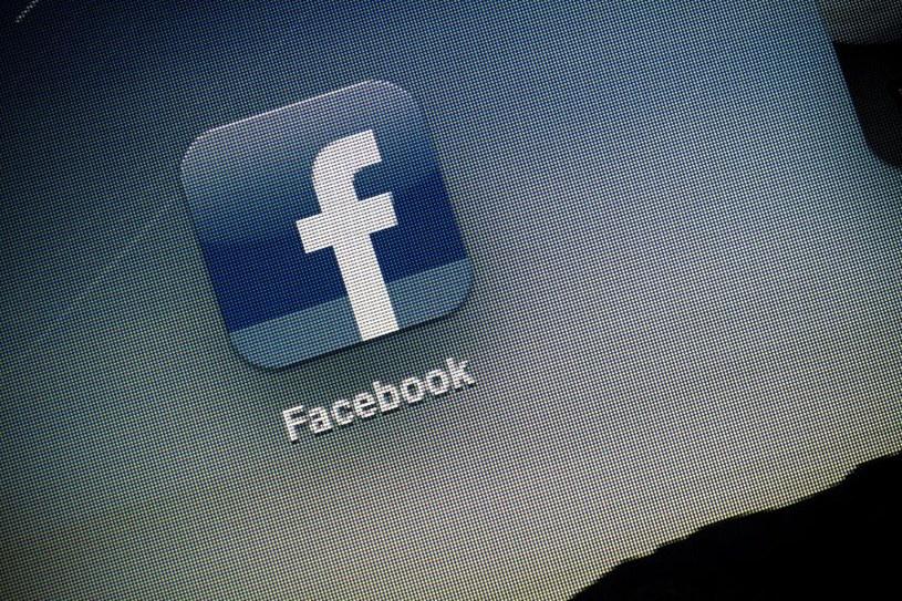 Facebook to ulubiony cel cyberprzestępców /123RF/PICSEL