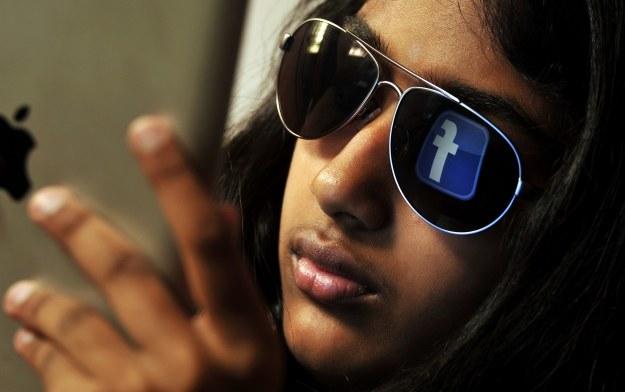 Facebook wie o nas coraz więcej /AFP