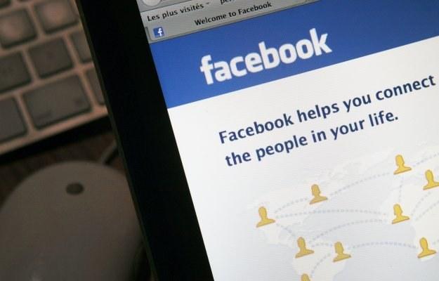 Facebook wyjątkowo chętnie przekazuje informacje o swoich użytkownikach na zewnątrz /AFP