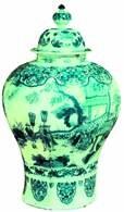 Fajansowa waza z dekoracją /Encyklopedia Internautica