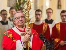 """""""Fakt"""": Huczne urodziny arcybiskupa Głódzia"""