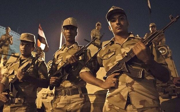 Faktyczną władzę w Egipcie od jakiegoś czasu sprawuje wojsko /AFP