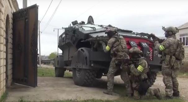 Falkatus, nazwywany wcześniej Batmobilem oraz Punisherem, w trakcie akcji. Fot. Russian Today/Youtube. /YouTube