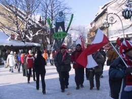 Fani Adama Małysza podążają w kierunku skoczni /INTERIA.PL
