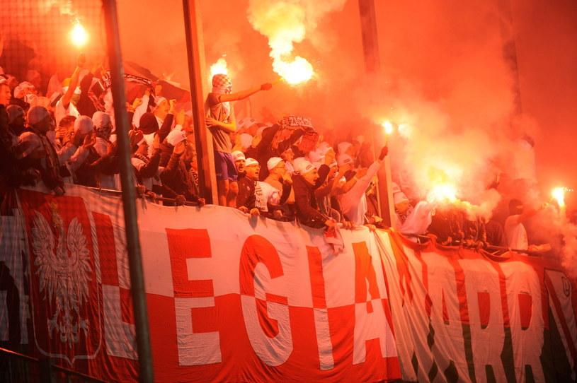 Fani Legii na stadionie w Lokeren /Bartłomiej Zborowski /PAP
