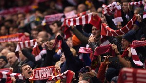 Fani Liverpoolu spowodowali przymusowe lądowanie samolotu