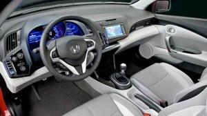Fantastyczny kokpit w stylu Civica okazuje się też ergonomiczny. Montaż tworzyw - rewelacyjny. Ich jakość... Nad tym można popracować. /Honda
