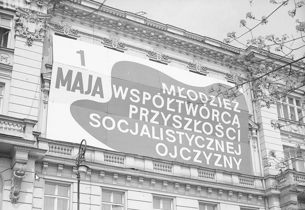 Fasada budynku Siedziby Zarządu Głównego Związku Socjalistycznej Młodzieży Polskiej przy ul. Smolnej w Warszawie /Z archiwum Narodowego Archiwum Cyfrowego