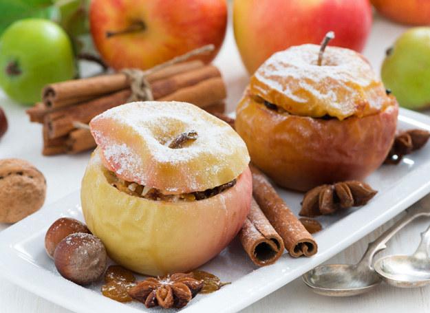 Faszerowane jabłka /©123RF/PICSEL