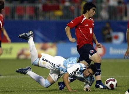 Faulowany Angel Di Maria - strzelec pierwszego gola /AFP