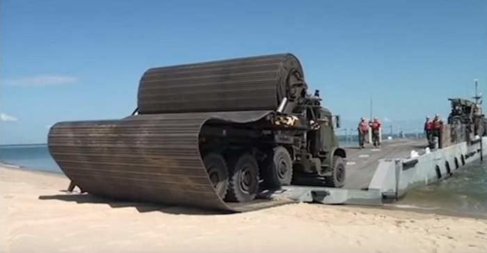 Faun Trackway - ciężarówka z własną drogą /YouTube