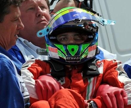 Felipe Massa dostał w głowę metalową sprężyną /AFP