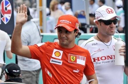 Felipe Massa nie musi szukać nowego pracodawcy /AFP
